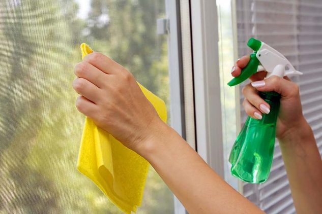 solutie curatat geamuri cu otet