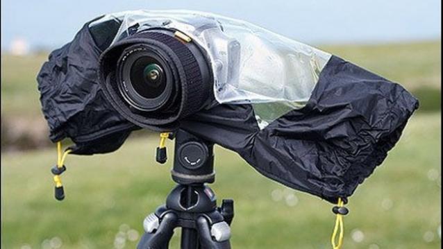 Cum protejam aparatul de ploie