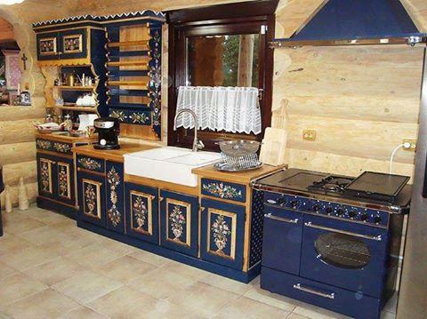 mobila de bucatarie albastra