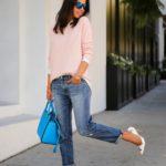 Jeans boyfriend si pantofi stiletto cu motiv floral