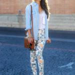 Pantaloni florali si camasa din denim