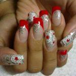 Unghii rosii cu argintiu