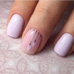 Manichiura cu nude lila si roz