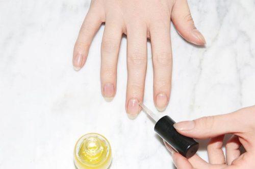 6. Tratare cutile cu ulei pentru cuticule