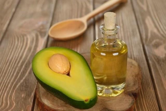 Avocado si ulei de migdale pentru ten