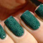 Unghii verzi cu model panza paianjen cu sclipici verde