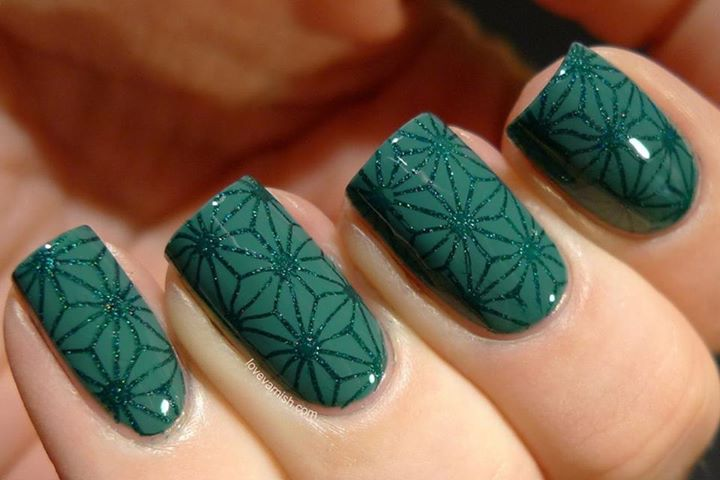 Unghii Verzi Cu Model Panza Paianjen Cu Sclipici Verde Sfaturi Si