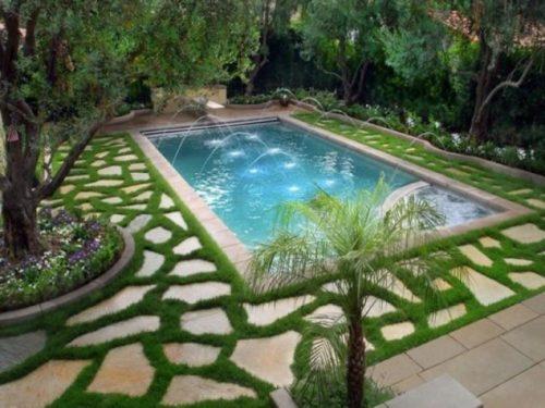Amenajare in jurul piscinei cu dale si gazon