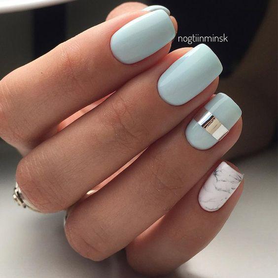 Unghii bleu cu argintiu